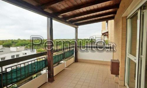 Ostia via delle Azzorre ad. via Carabelli, attico con ampio terrazzo con affacci sulla pineta, in
