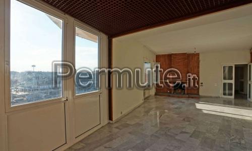 Aventino, viale Marco Polo, proponiamo un appartamento al piano alto, con affacci scenografici